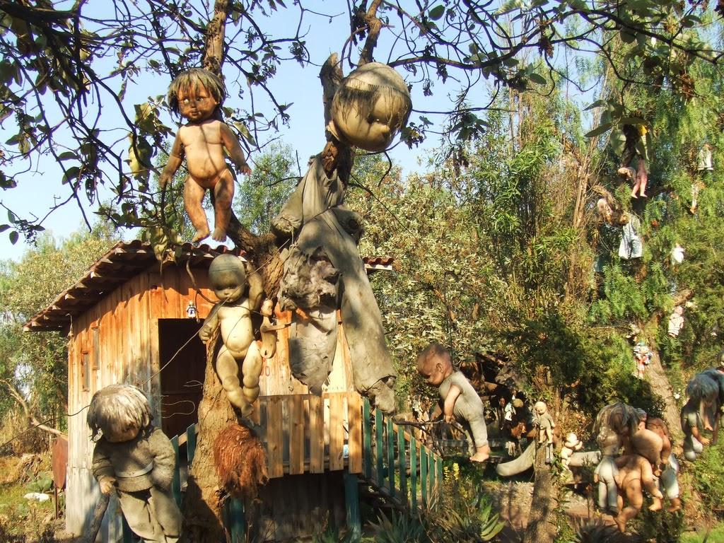 3a. island of dolls2